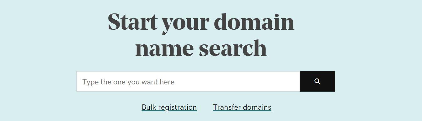 Los registradores de dominios te permiten elegir un dominio para tu web.